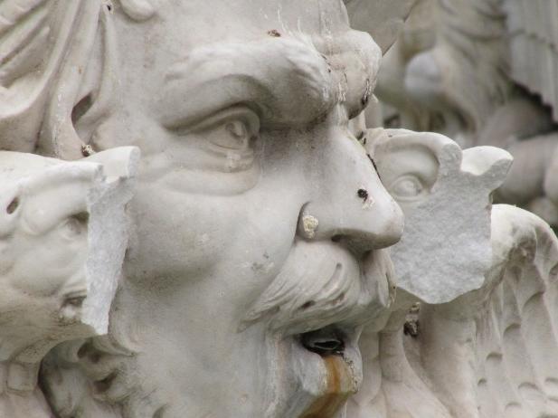 piazza-navona-fontana-danneggiata