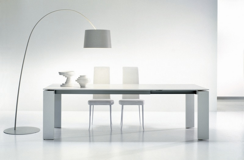 Tavoli allungabili modelli in cristallo e in legno for Tavoli in legno allungabili